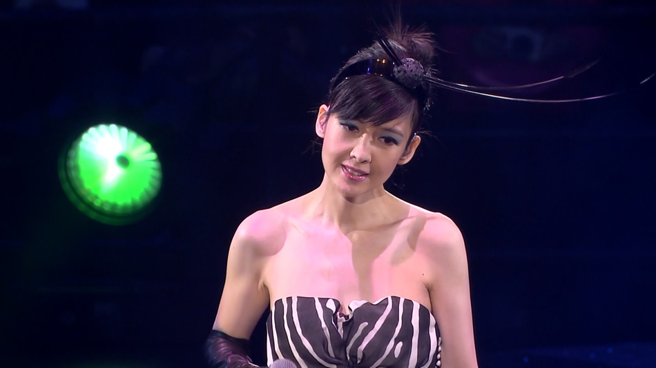 周慧敏.Deep V 25周年.2011香港红馆演唱会.45.22G.1080P蓝光原盘